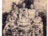 baka-i-mlade-lonjanke-u-narodnim-nosnjama